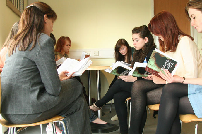 a2 english literature critical anthology coursework A level english literature the pearson edexcel level 3 advanced gce in english literature consists of three a critical anthology – tragedy or.
